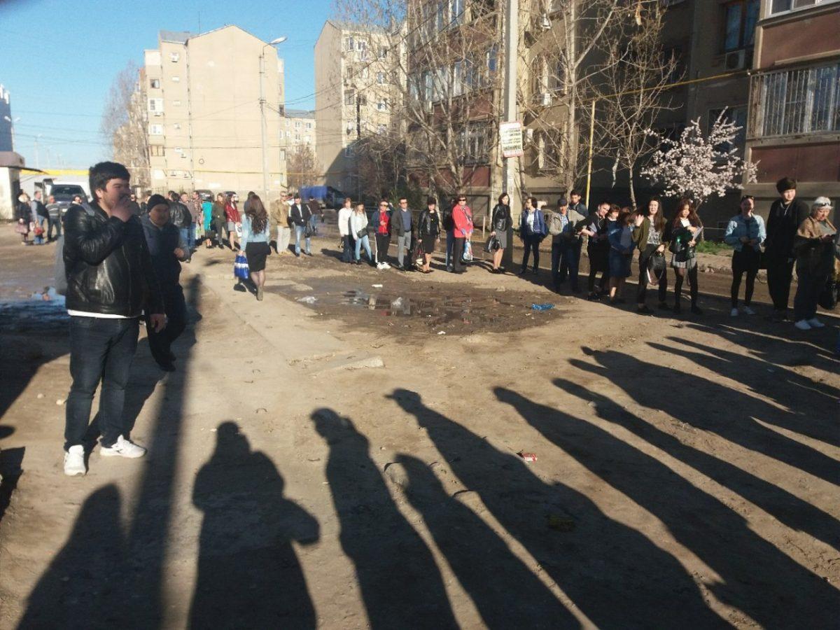 В микрорайоне Бабаевского более пятидесяти человек ждали маршрутку