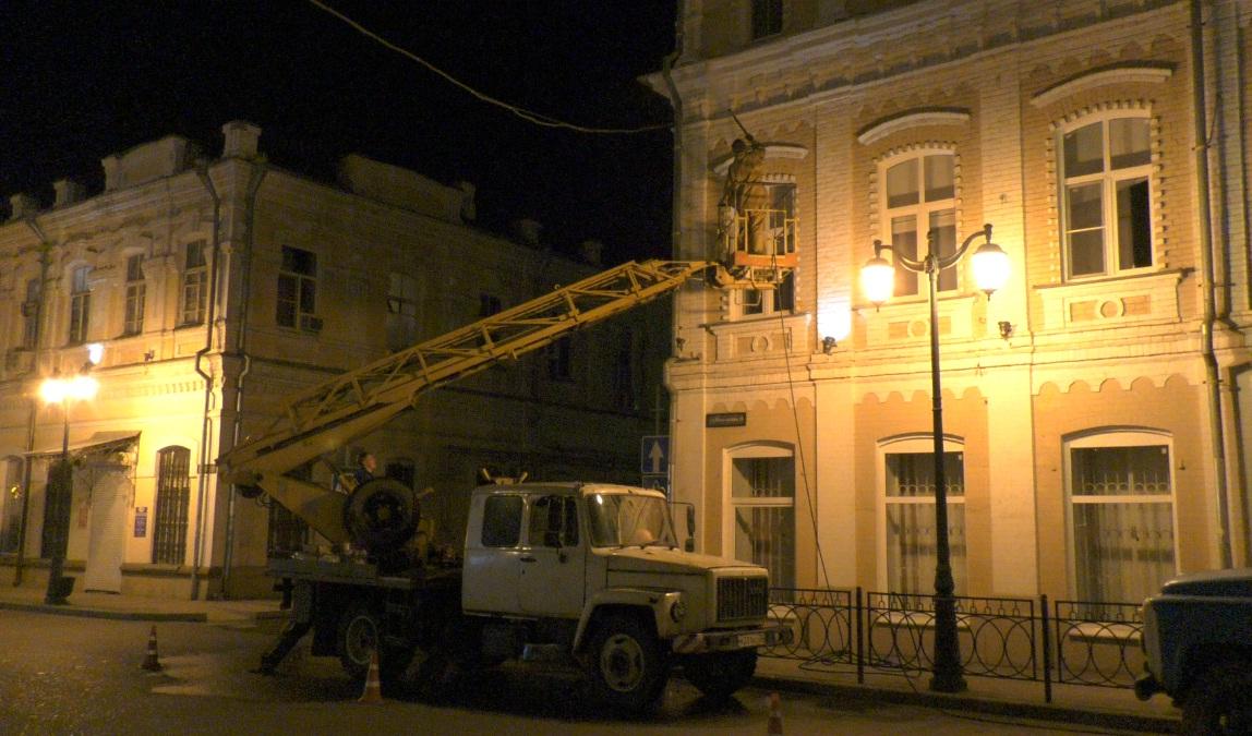 В центре Астрахани наконец-то моют фасады старинных зданий