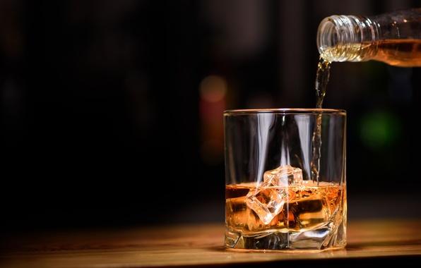 Минпромторг поддержал идею продажи крепкого алкоголя только с 21 года