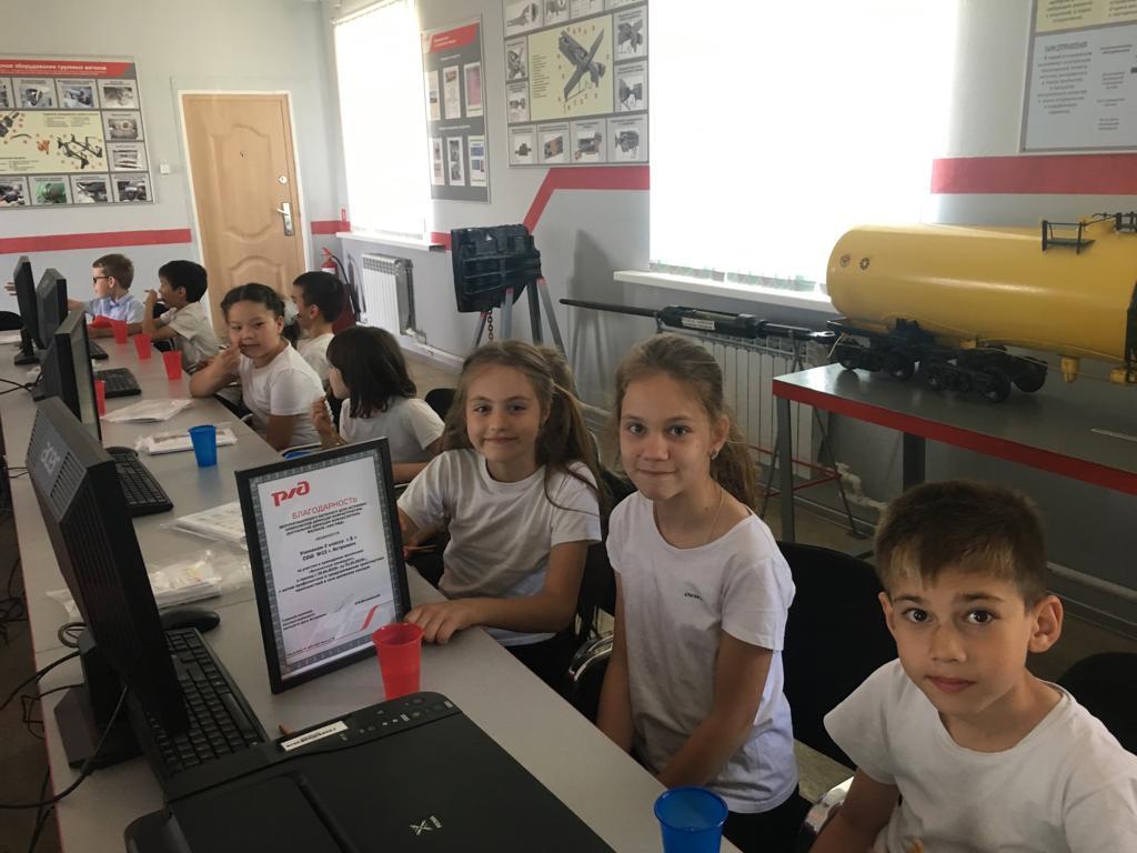 Второклассники средней школы №13 посетили эксплуатационное вагонное депо Астрахань