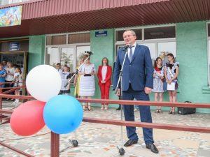 Игорь Мартынов поздравил камызякских школьников с Последним звонком