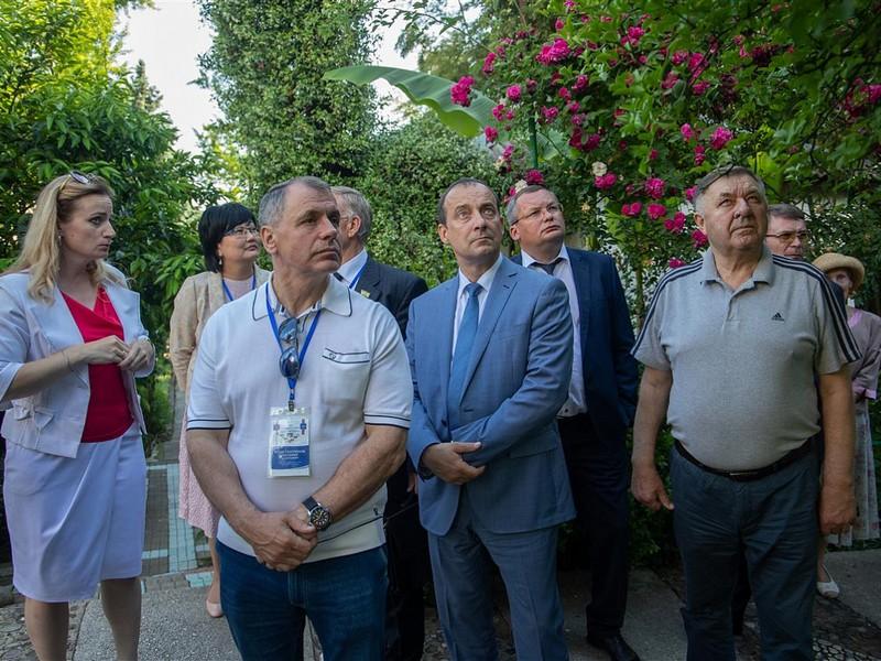 Игорь Мартынов принял участие в прививке на Дереве Дружбы в Сочи