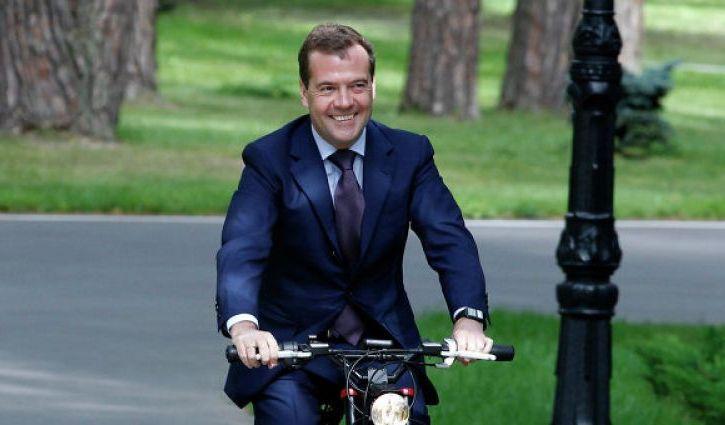 Дмитрий Медведев выделил Астраханской области 800 млн рублей на спорт