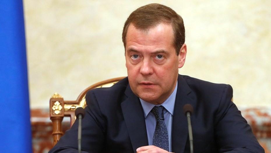 Медведев пригрозил отобрать полномочия у региональных властей