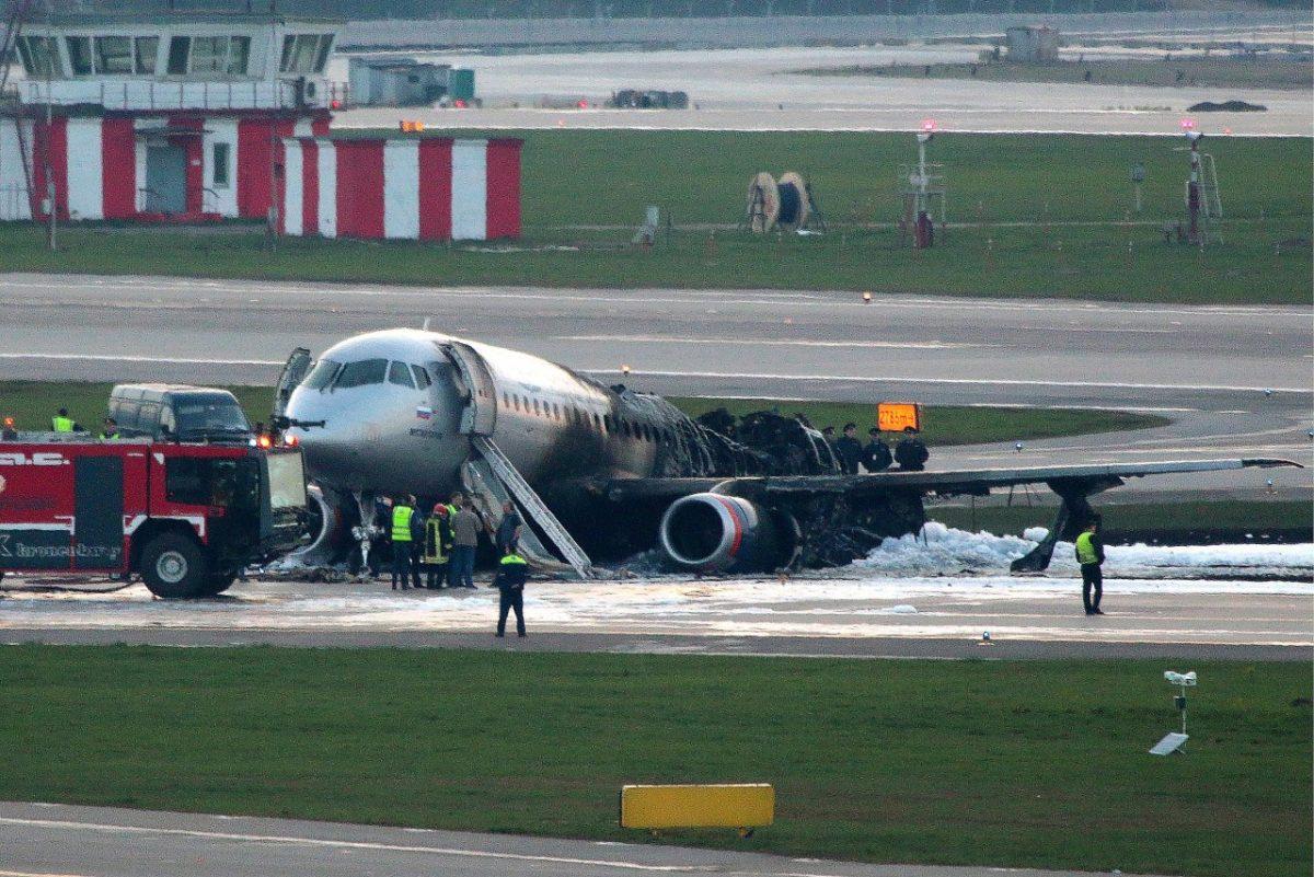 В России предложили блокировать полки с багажом в самолетах
