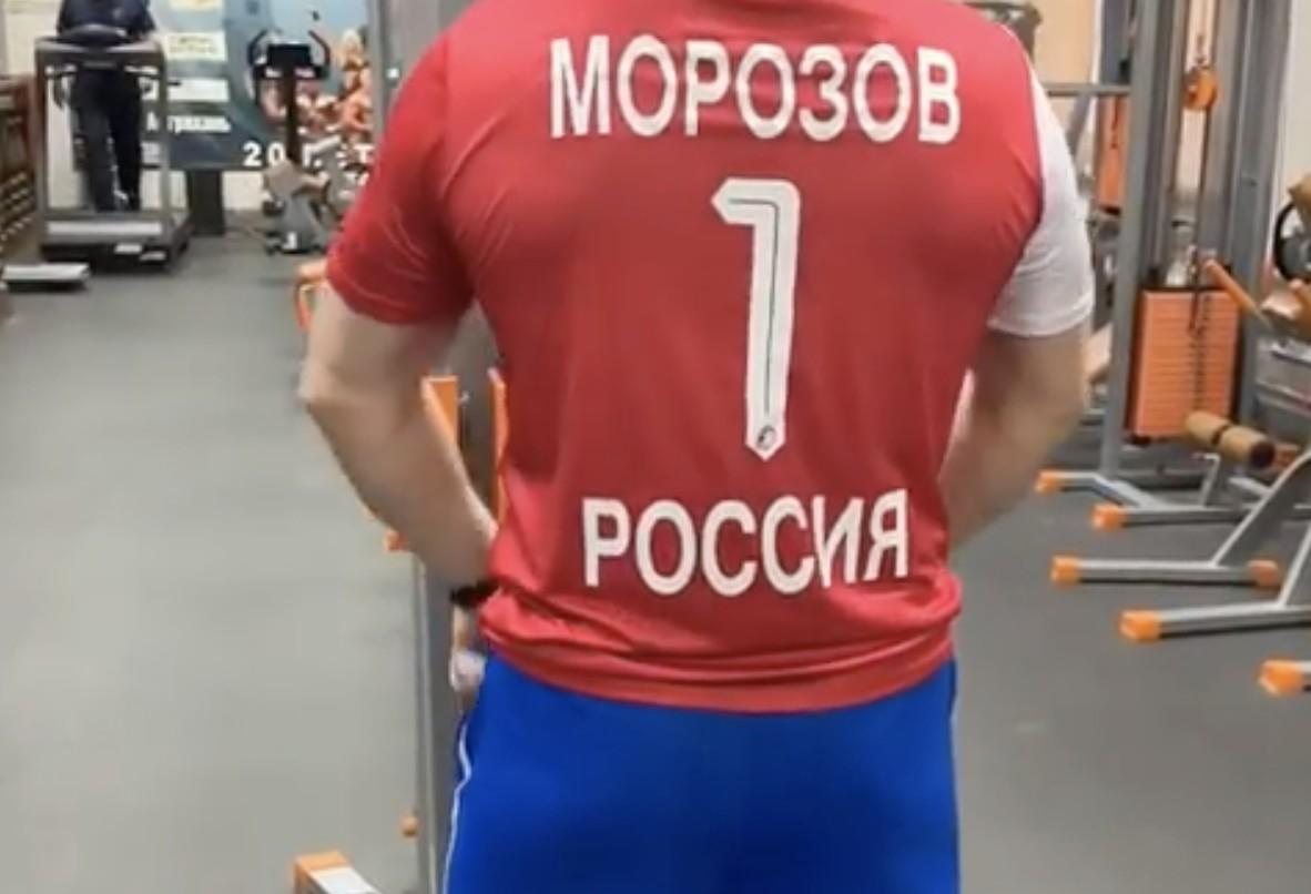 Видео: Сергей Морозов делает из астраханских чиновников фитоняшек