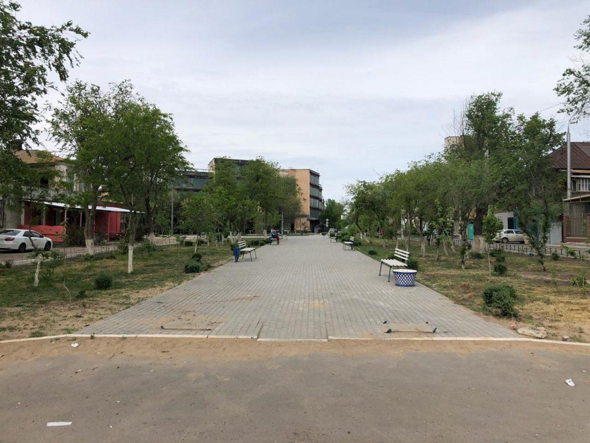 В Трусовском районе демонтировали сломанную вандалами арку