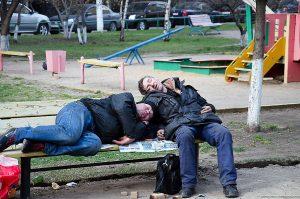 Россияне вынужденно переходят на дешевый алкоголь