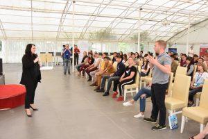 Алена Губанова рассказала молодежи о страницах руководителей в соцсетях