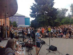 Борис Гребенщиков дал бесплатный концерт возле АГУ