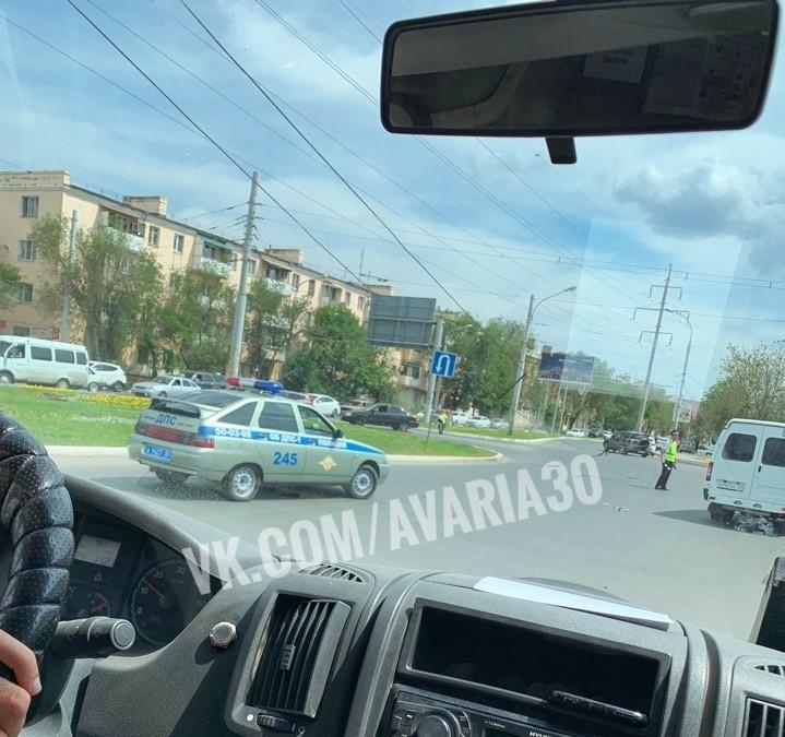 Троллейбусные провода в Астрахани снова упали на машины