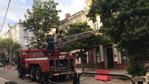 В центре Астрахани загорелось здание с кафе «Точно-Сочно»