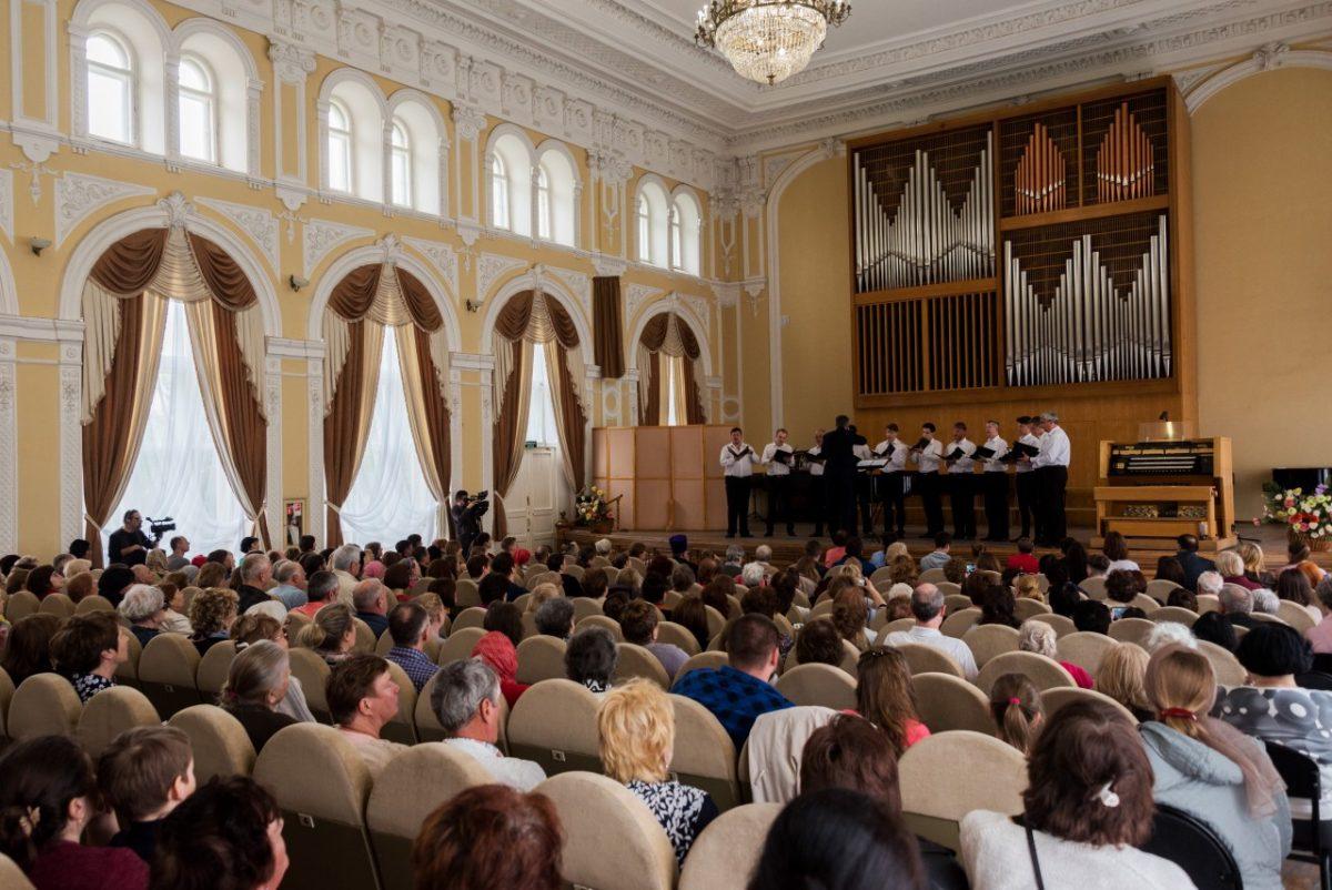 В Астрахани отметили Пасху органным концертом