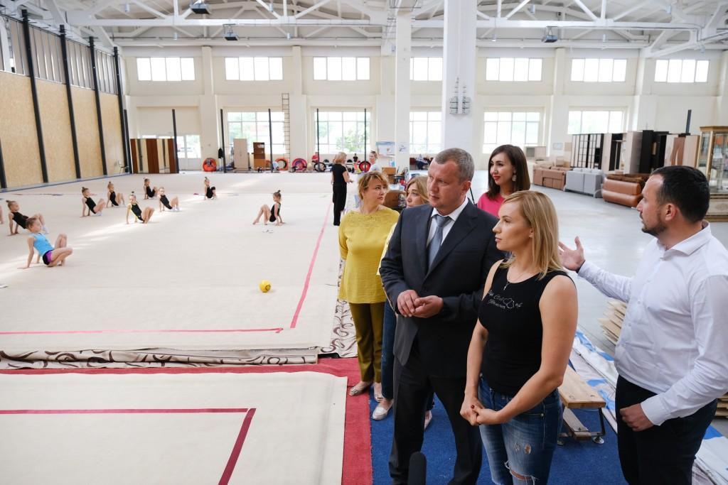 Сергей Морозов поручил улучшить условия для занятий юных гимнасток