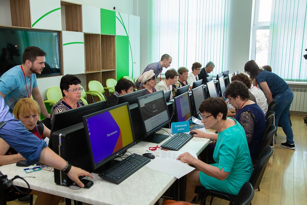 «Ростелеком» в Астрахани поддержал чемпионат компьютерной грамотности пенсионеров