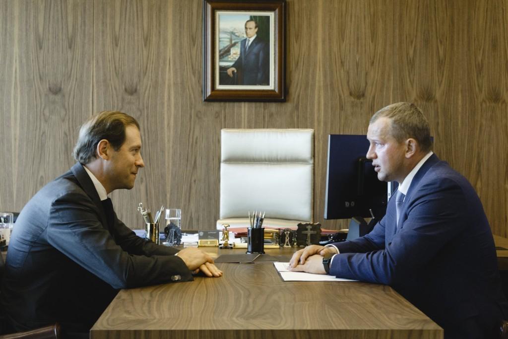 Денис Мантуров позитивно оценил развитие промышленности в Астраханской области