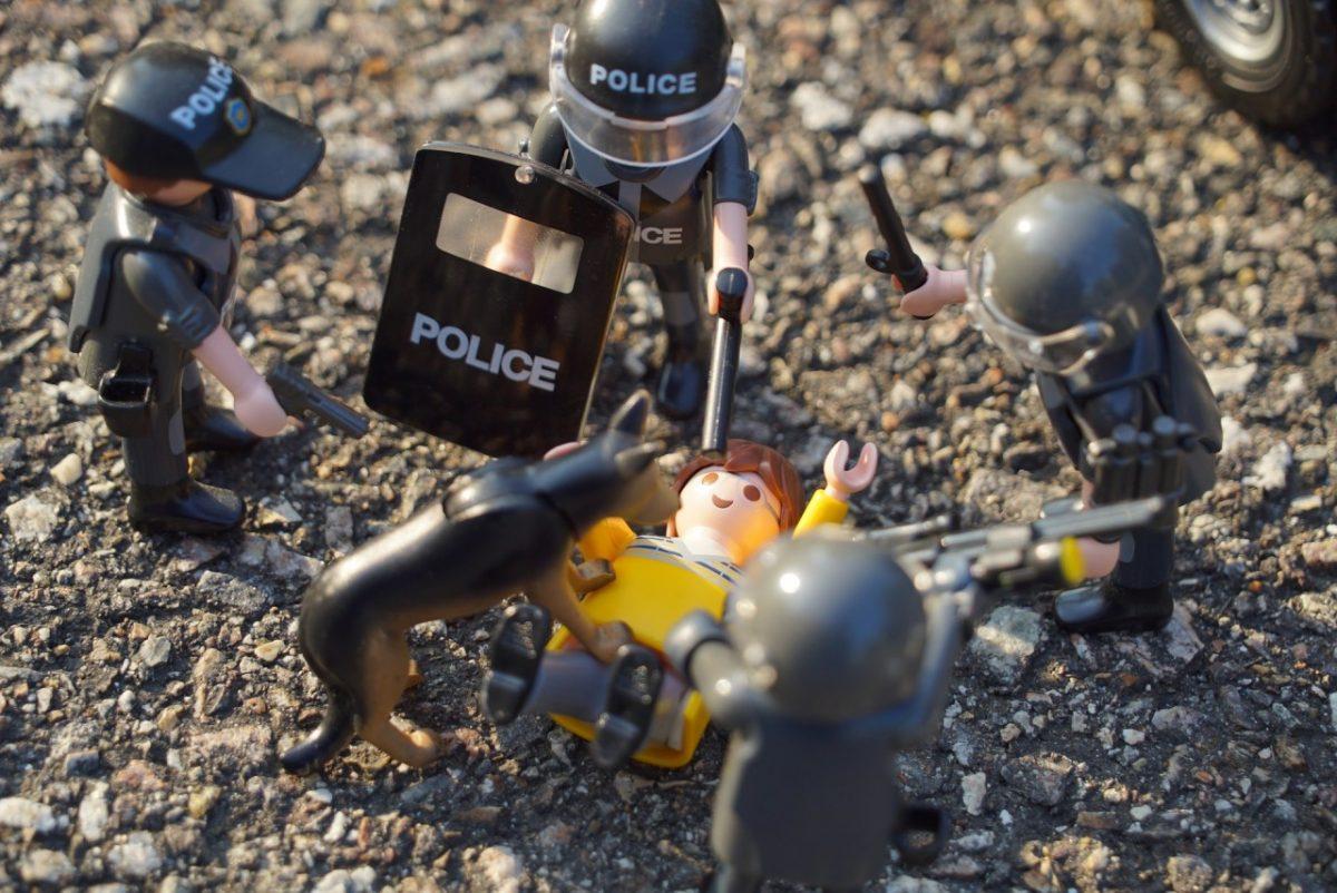 Астраханский полицейский пострадал от укуса женщины