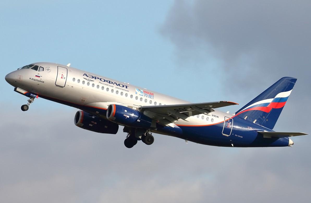 Десятки тысяч россиян требуют запретить полеты Superjet 100