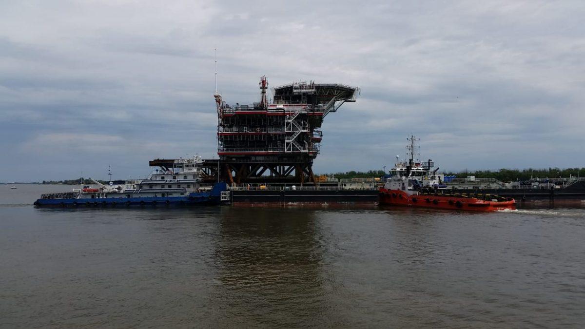 ЛУКОЙЛ отправил на Каспий верхнее строение блок-кондуктора Филановского