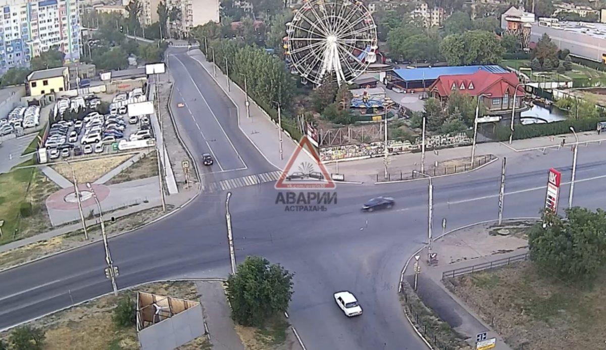 Появилось видео ДТП с погоней и разорванной машиной в Астрахани