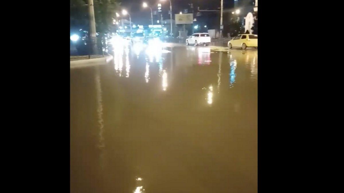 Из-за коммунального потопа астраханцы вспомнили о гондолах
