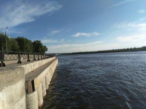 Астраханцы попытались переплыть Волгу и чуть не утонули