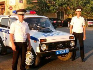 Полицейский спас астраханца, который пытался переплыть Волгу