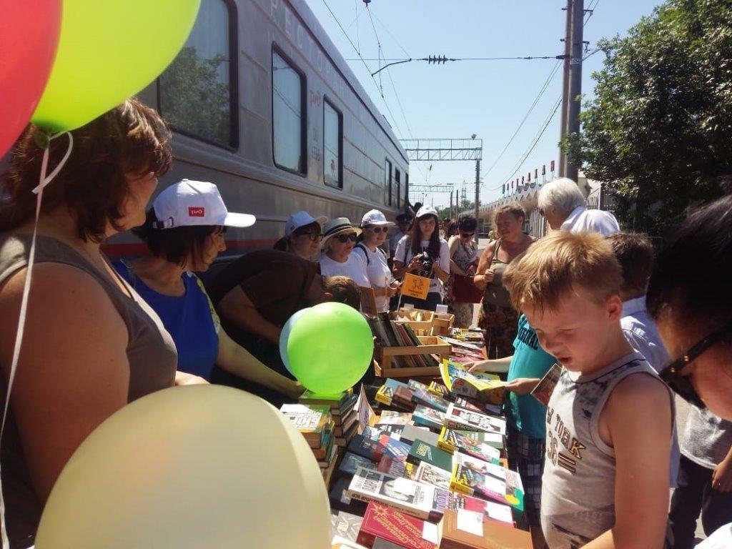 Акция «Книга в дорогу» состоялась на железнодорожном вокзале Астрахани