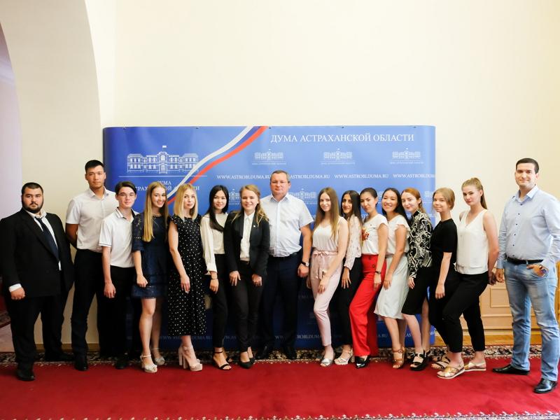 Игорь Мартынов призвал молодежь активнее участвовать в выборах