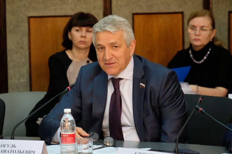 МВД поддержало инициативу Леонида Огуля по курилкам