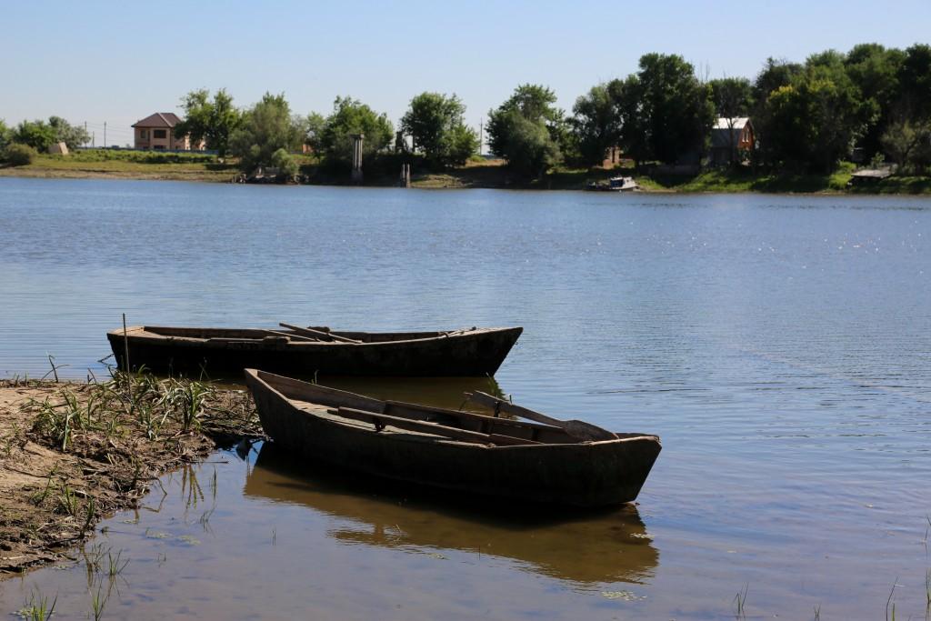Спасатели нашли тело одного из пропавших под Астраханью рыбаков