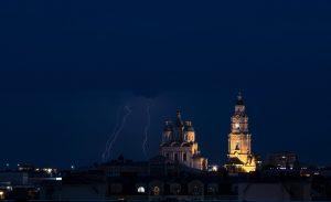 Фото дня: кремль и разряды сухой грозы