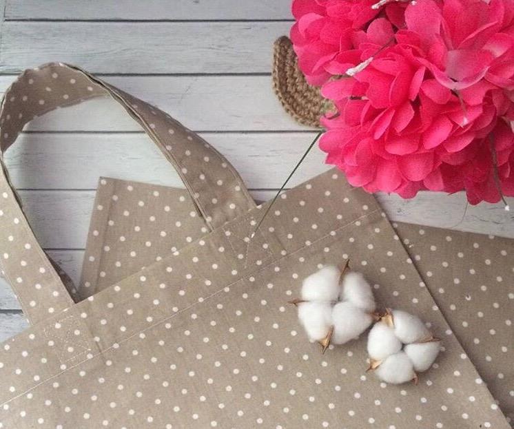 Астраханка бесплатно меняет полиэтиленовые пакеты на тканевые сумки