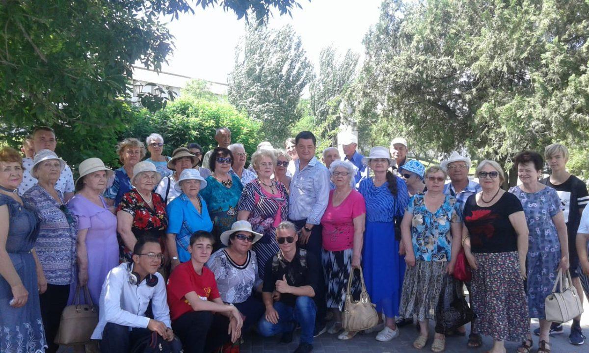 Депутат облдумы Ринат Аюпов помог общественной организации с транспортом