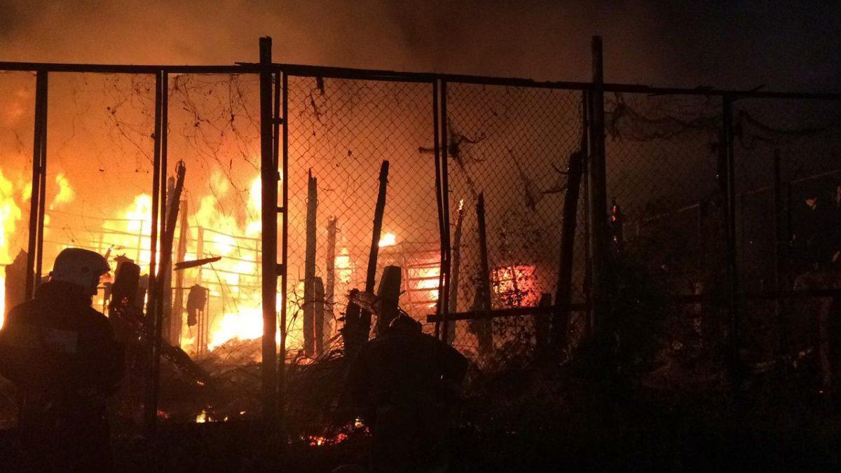 Пожар в рыбном цехе на улице Дзержинского тушили до утра