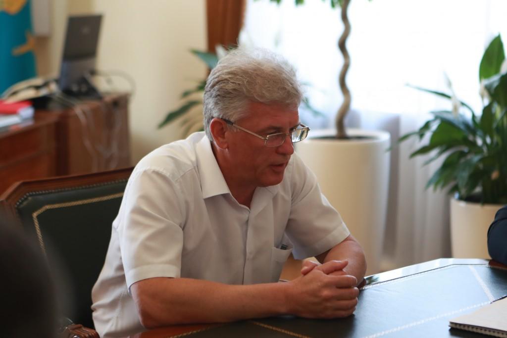 В Астрахани задержан министр строительства и ЖКХ Олег Гужвинский