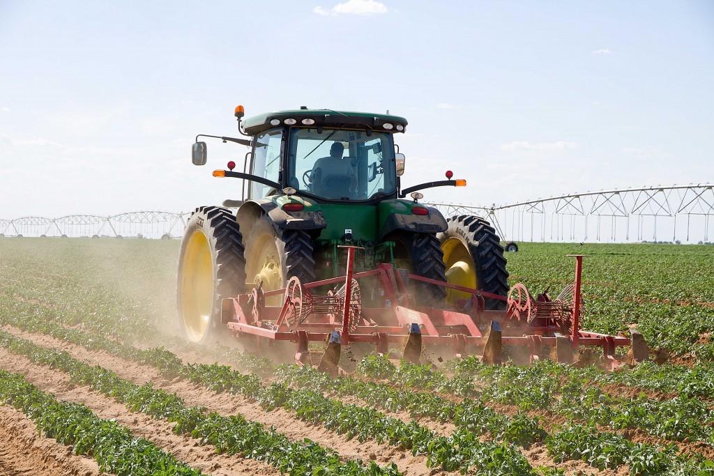 Енотаевские фермеры продемонстрировали новейшие технологии в сельском хозяйстве