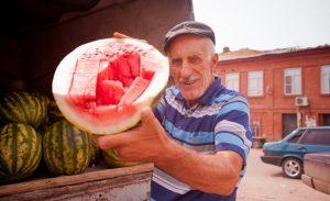 Астраханцам обещают арбузную феерию