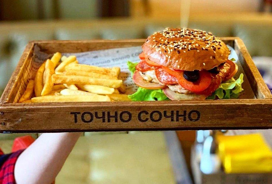 В астраханском ресторане предлагают деньги за уничтожение бургеров