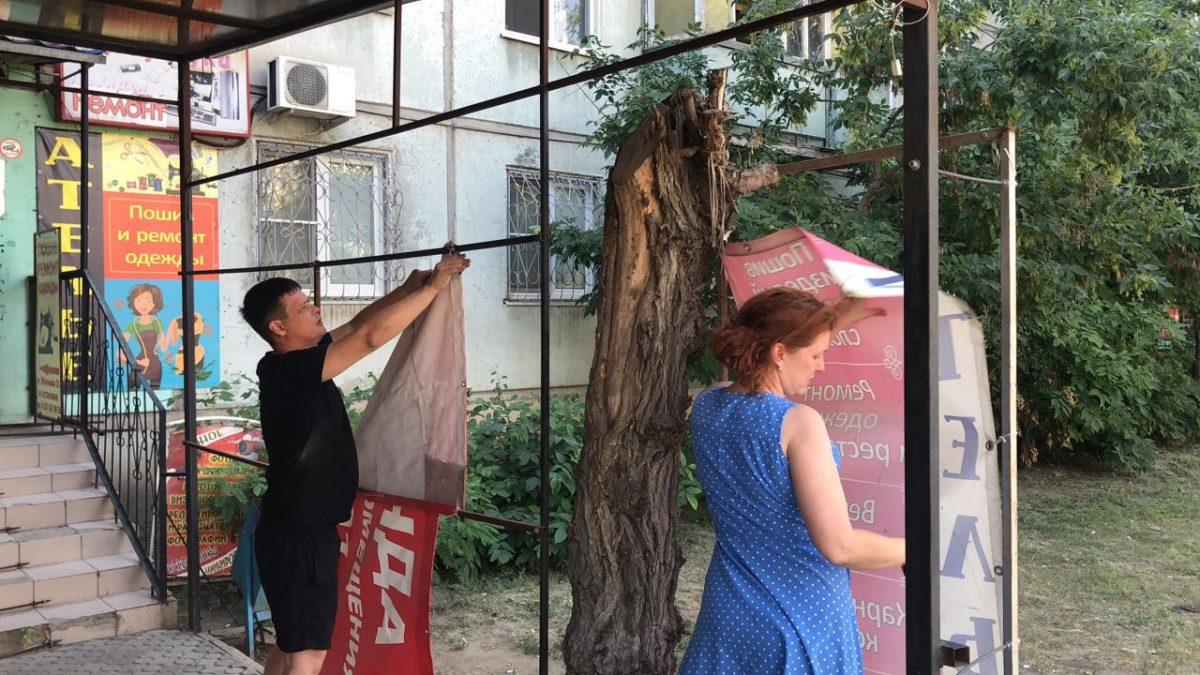 Астрахань продолжают очищать от незаконной рекламы