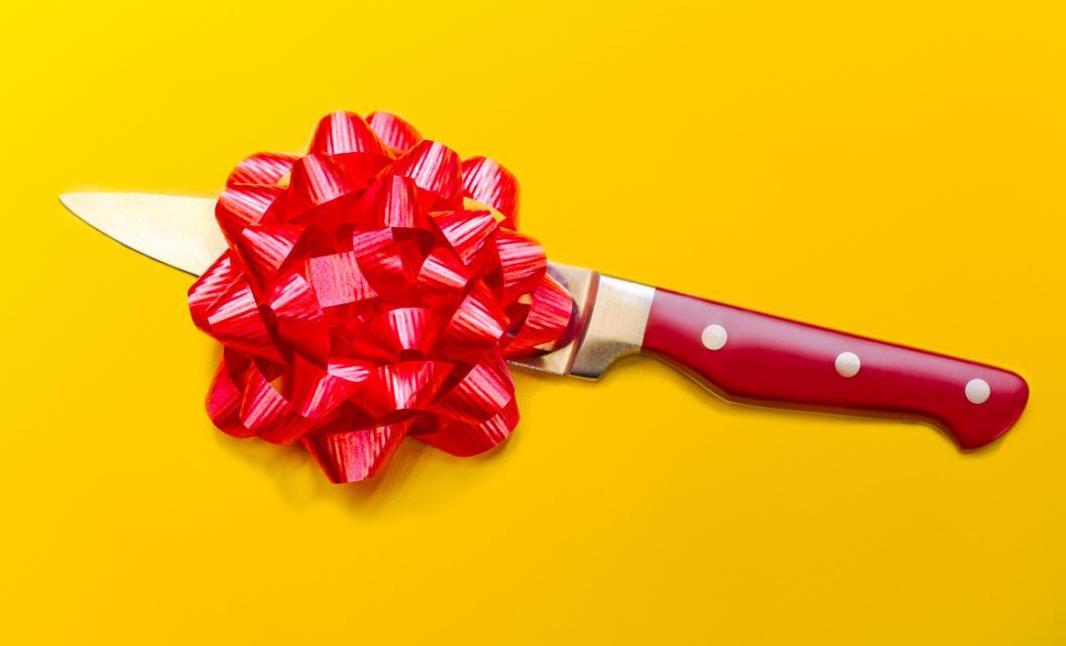 Астраханка подарила любимому на день рождения ножевое ранение