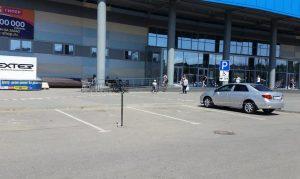 Руководство астраханского ТЦ перекрыло парковку для инвалидов