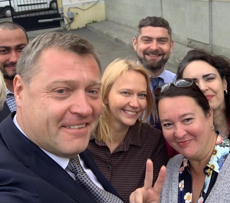 «Душой болеют за Астрахань»: Игорь Бабушкин встретился с астраханцами в Москве