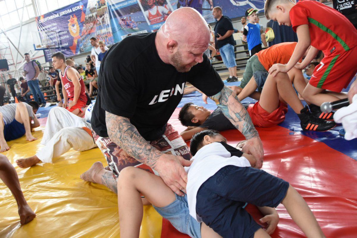 Легенда MMA Джефф Монсон проведет бесплатный мастер-класс возле Петровского фонтана