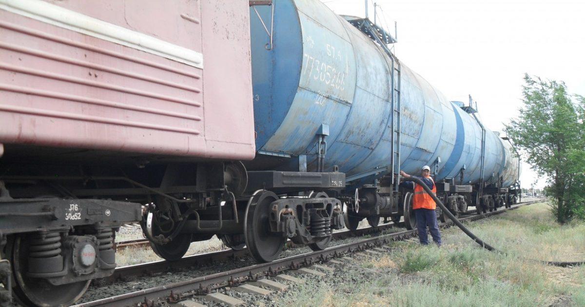 С начала июля в Астраханском регионе ПривЖД курсируют два водяных поезда