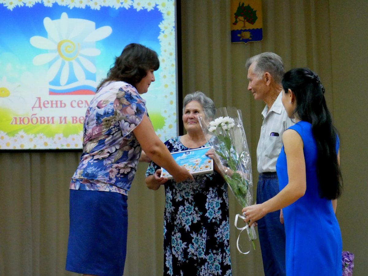 В администрации Приволжского района отметили День семьи, любви и верности