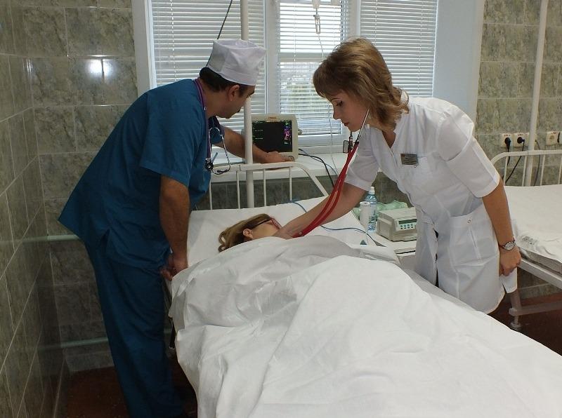 Командная работа врачей Александро-Мариинской больницы спасла жизнь матери и ребенку