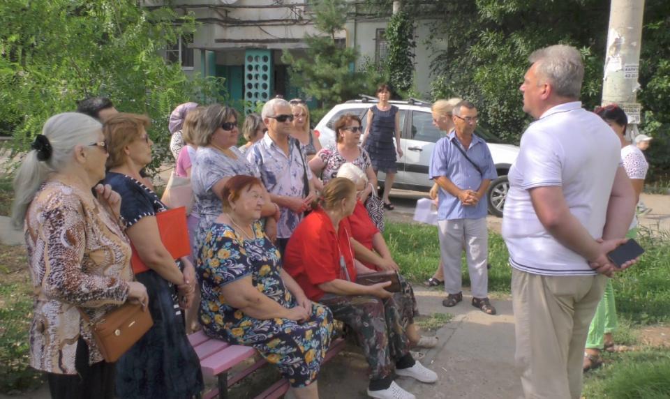 В Астрахани ремонт дворов обсуждают с жителями
