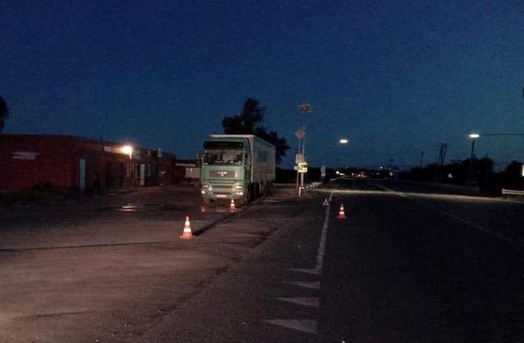 Пьяный астраханец незаметно присел возле грузовика и погиб