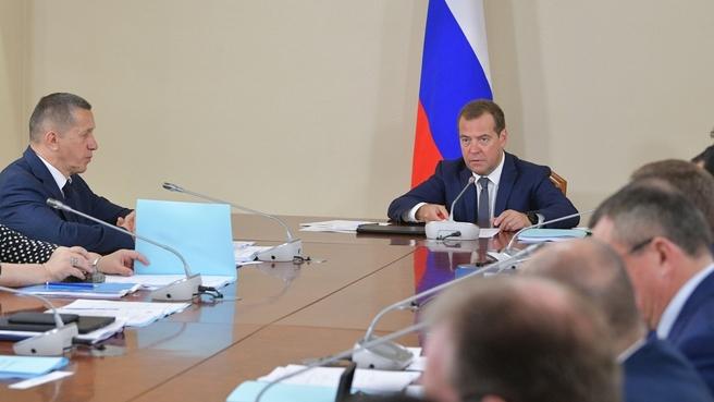 Медведев заявил, что его «достали» недобросовестные подрядчики